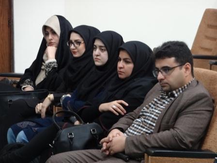 مسئولین اجرایی همایش: از راست: آقای طاهری، خانم الوندی و از چپ: خانم پورمحسنی